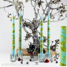 4  Leuchterkerzen hellblau Dekor olive 35cm
