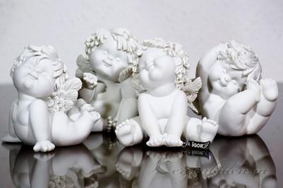 Engel Igor sitzend - auf Bauch  12-13cm verschiedene Formen