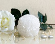 Rosen Kugelkerze - perlmutt - weiß