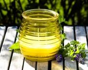 Gartenkerze Outdoor Citronella in geriffeltem Glas - Gelb