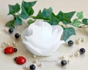 Rosenkerze Rosenblüte weiß