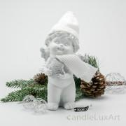Winterengel mit weißer Mütze und Stern Höhe 18cm